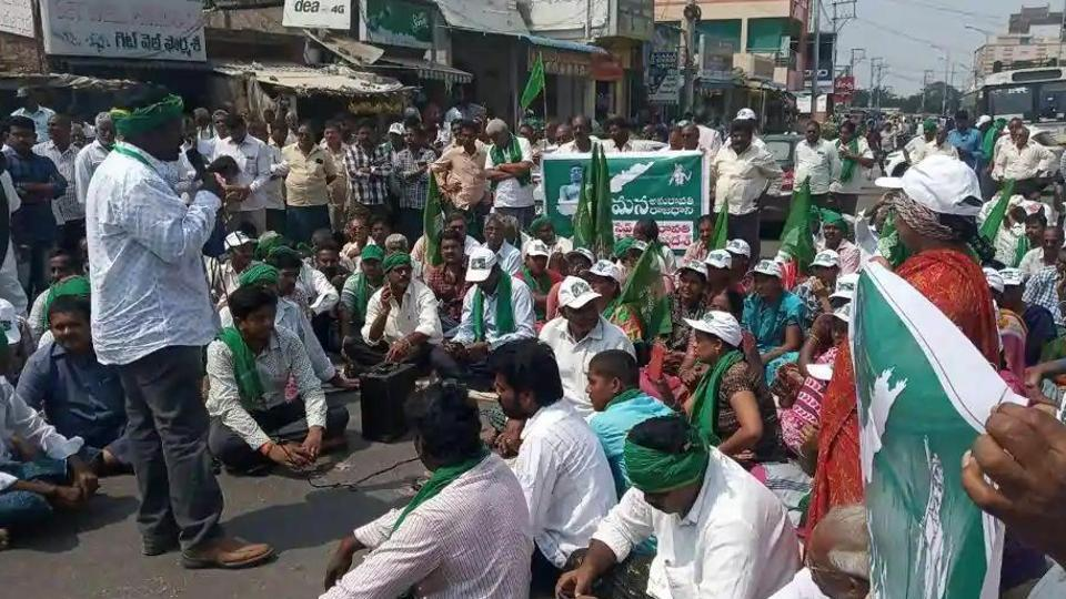 Farmers from one of the 29 villages falling under the Amaravati capital region protesting against the shifting of the capital earlier this year.