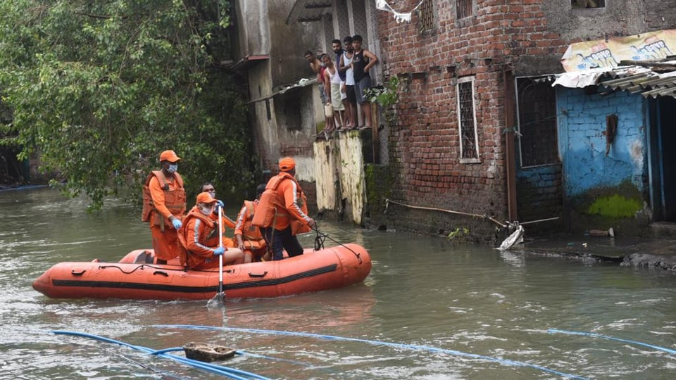 Mumbai rains LIVE: Search continues for two lacking after falling into drain in Santacruz – mumbai information