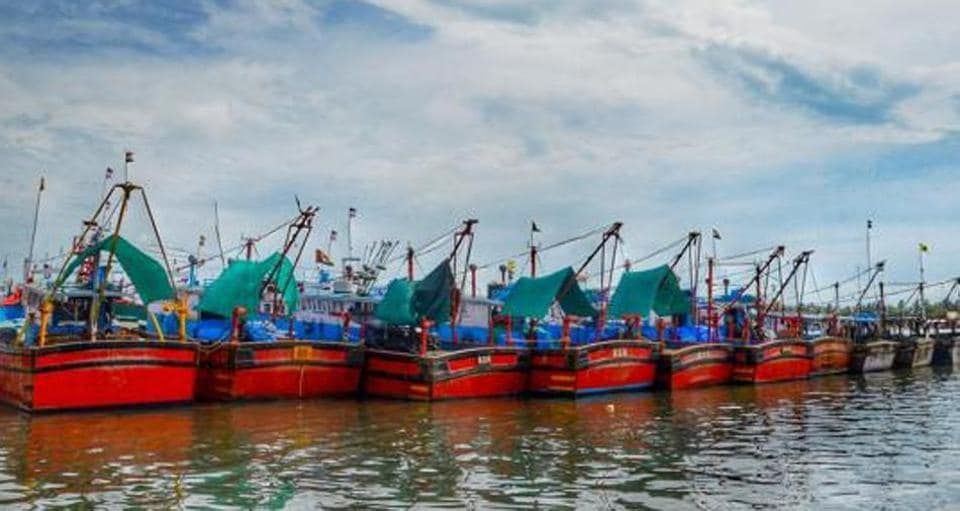 A fishing boat, Lucky Star, carrying 13 fisher folks from Gorai, went into the sea for fishing last Saturday.