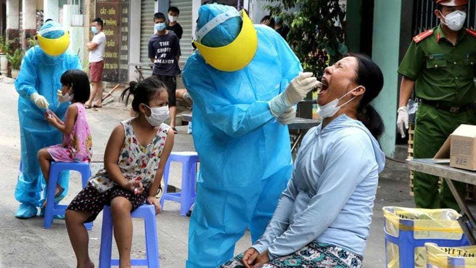 Medical specialists take testing samples from local residents in a residential area amid the spread of the coronavirus disease (Covid-19) in Da Nang, Vietnam August 3, 2020.