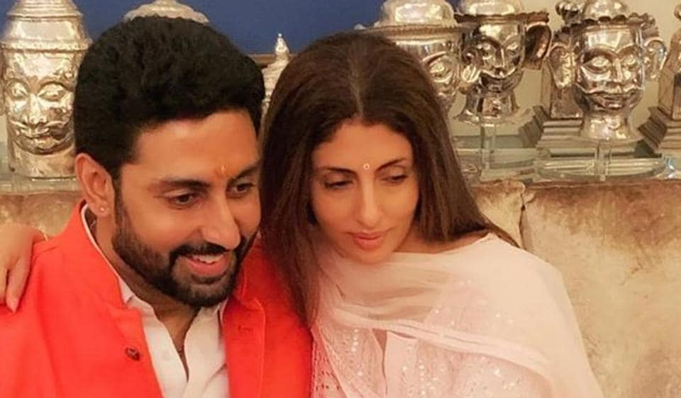 Shweta Nanda asked Abhishek Bachchan to 'hang in there'.