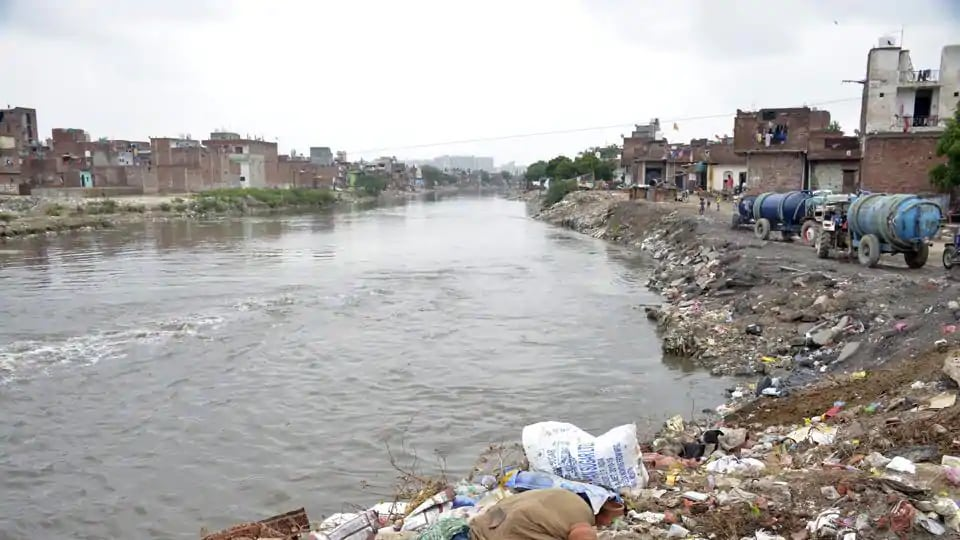 Experts will sample and model the two contrasting river networks in India, the Musi river in Hyderabad, which has high concentrations of antibiotics released from production facilities, and the less polluted Adyar river in Chennai.