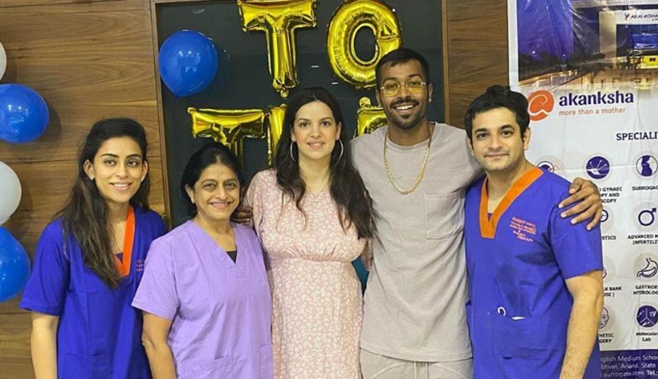 Hardik Pandya and Natasa Stankovic with doctors and staff at the hospital.