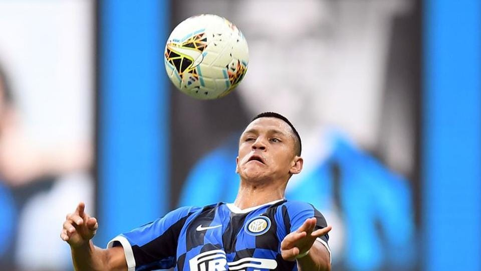FILE PHOTO: Soccer Football - Serie A - Inter Milan v Brescia - San Siro, Milan, Italy - July 1, 2020 Inter Milan's Alexis Sanchez in action, as play resumes behind closed doors following the outbreak of the coronavirus disease (COVID-19) REUTERS/Daniele Mascolo