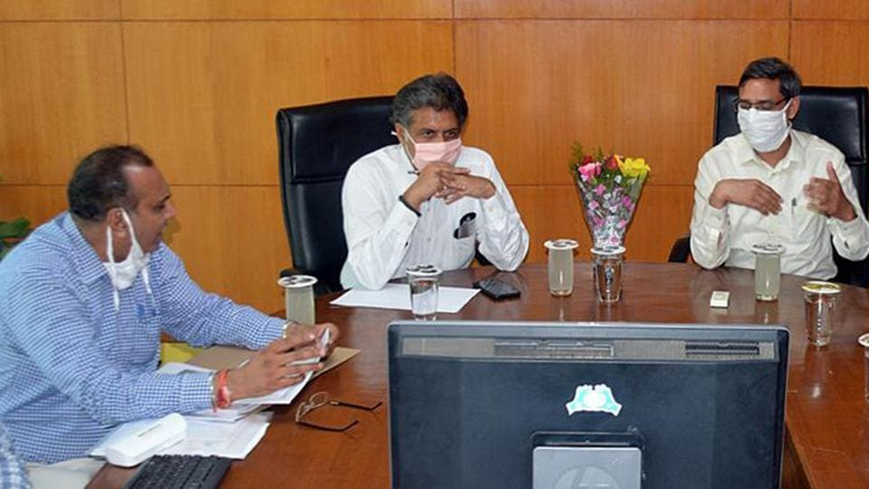 MPManish Tewari (centre) looks at a presentation at the municipal corporation office in Mohali on Friday.