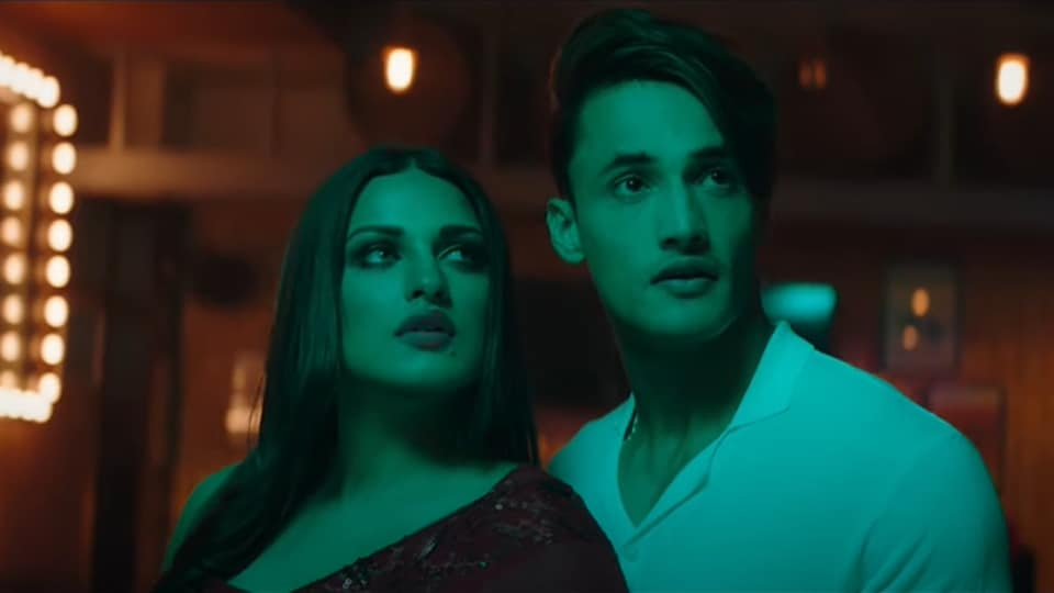 Asim Riaz and Himanshi Khurana in the video of Dil Ko Maine Di Kasam.