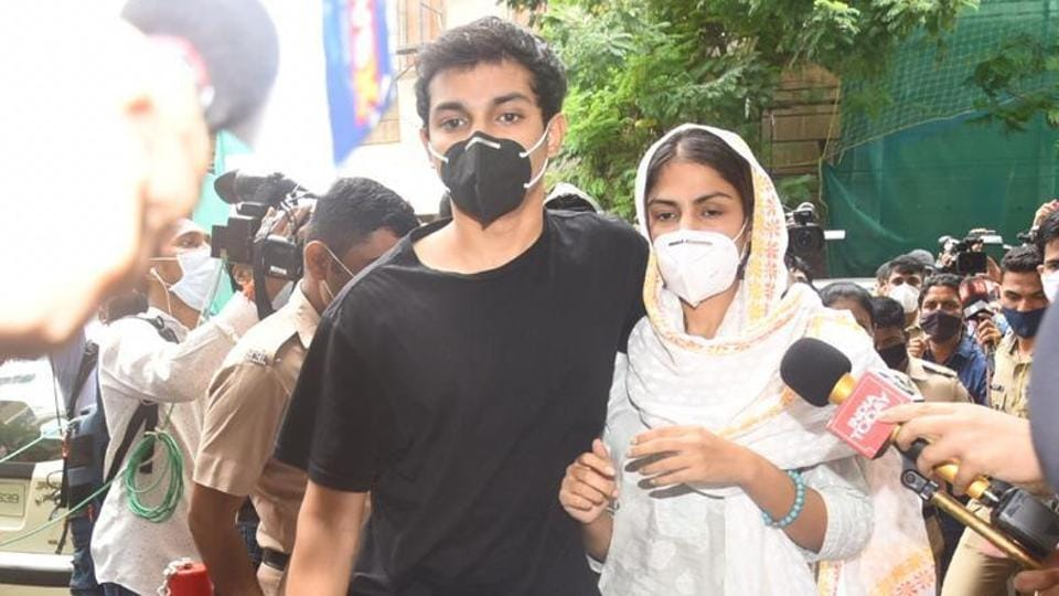Bollywood actor Rhea Chakraborty reached ED office in Mumbai for another round of questioning in Sushant Singh Rajput death case.