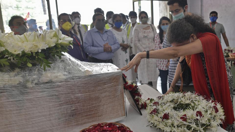 Sushma Sathe during the funeral ceremony of her husband Captain Deepak Sathe at Air India Cargo, Andheri in Mumbai on August 09, 2020