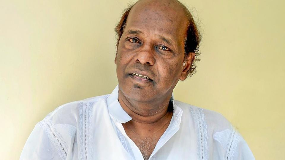Rahat Indori, who tested positive for COVID-19, dies of a heart attack in Indore.