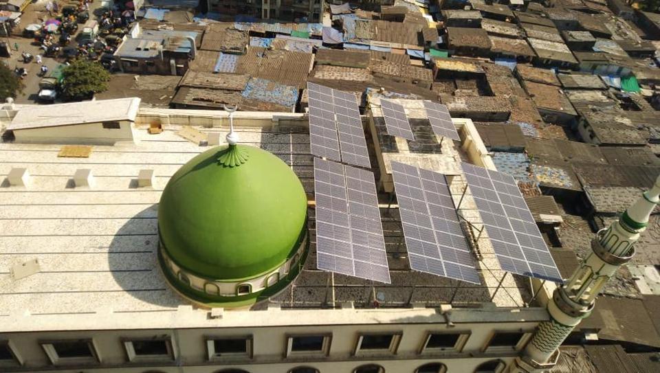 Noorani Masjid in Pathanwadi, Malad has a 25 kWp solar power plant, made up of 72 panels.