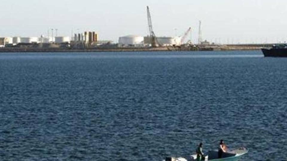 US says Iran briefly seizes oil tanker near Strait of Hormuz ...