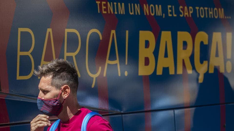 Barcelona's Lionel Messi arrives at the team hotel in Lisbon, Portugal, Thursday, Aug. 13, 2020. FC Barcelona are scheduled to play Bayern Munich in a Champions League quarterfinal soccer match on Friday. (AP Photo/Manu Fernandez)