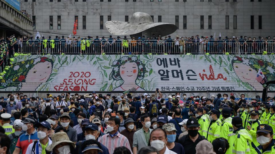 Protesters gathered during the anti-government protest in Seoul on August 15. The 166 new Covid-19 infections reported in the country on August 15 are South Korea's highest daily jump in five months, AP reported. (Ed Jones / AFP)