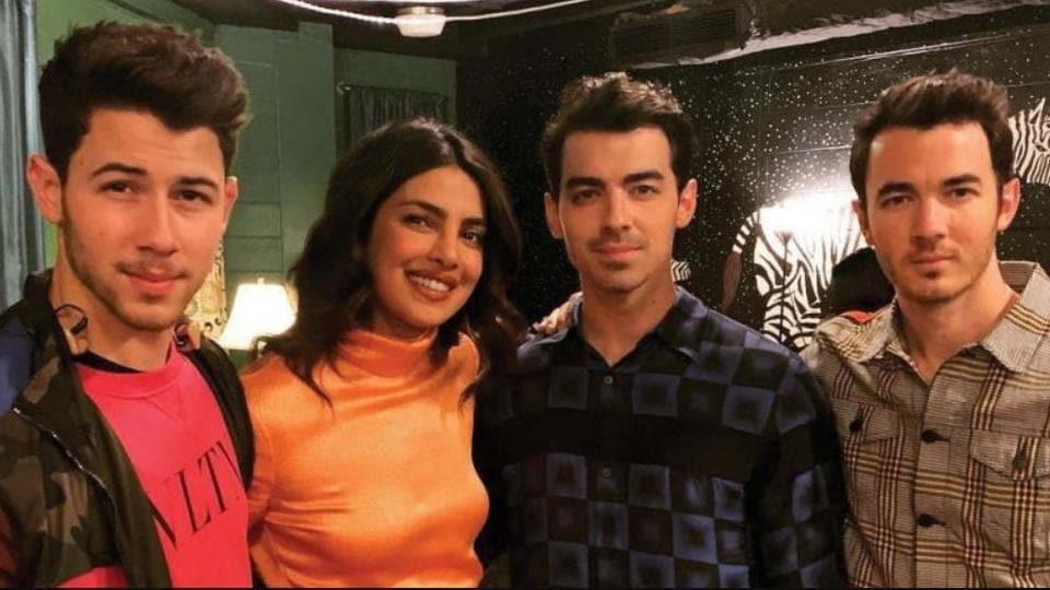 Priyanka Chopra poses with the Jonas Brothers.