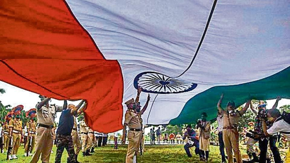 Maharashtra SRPF in association with DK Flag Foundation raise the 100 feet tall national flag in Mumbai on Saturday.