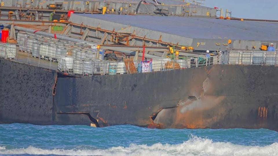 Japanese Cargo Ship Leaking Oil Off Coast of Mauritius Breaks Apart