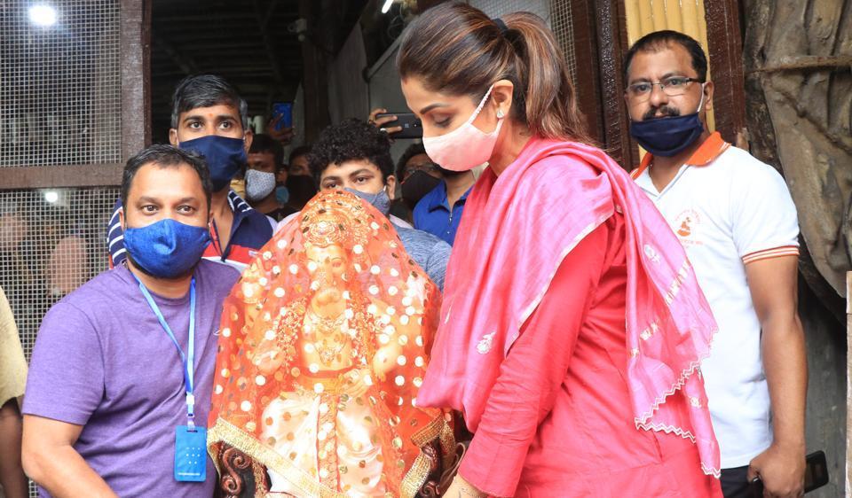 Shilpa Shetty brings Ganpati bappa home for daughter Samisha's first Ganesh Chaturthi. See pics – bollywood