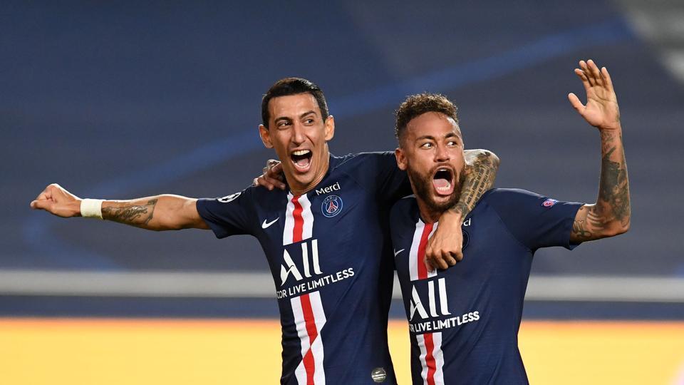 Paris Saint-Germain's Argentine midfielder Angel Di Maria (L) celebrates with Paris Saint-Germain's Brazilian forward Neymar