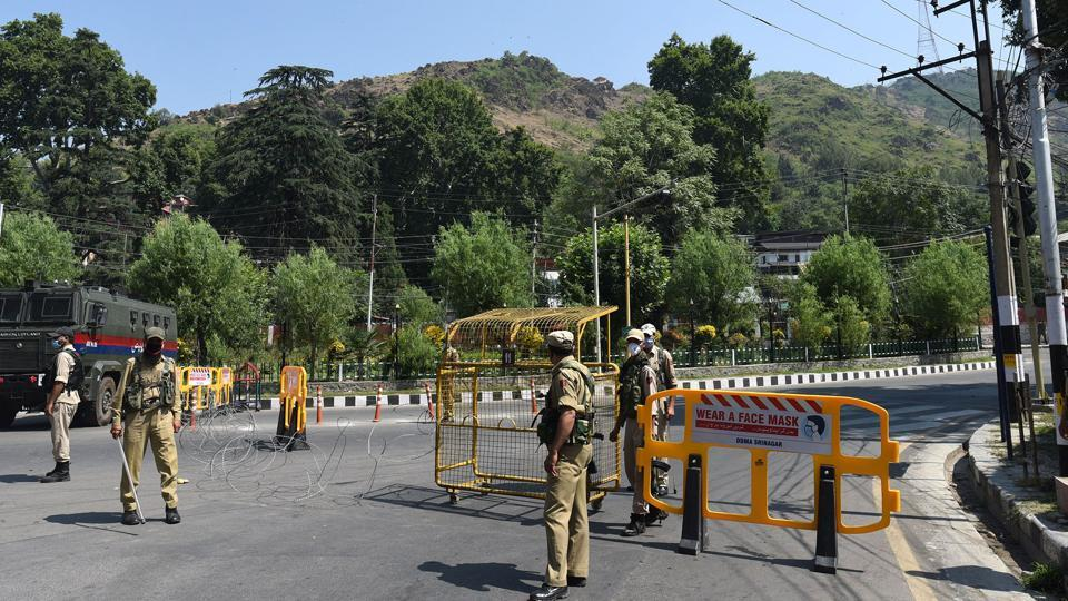 Police have set up barricades to stop Muharram processions in Srinagar.