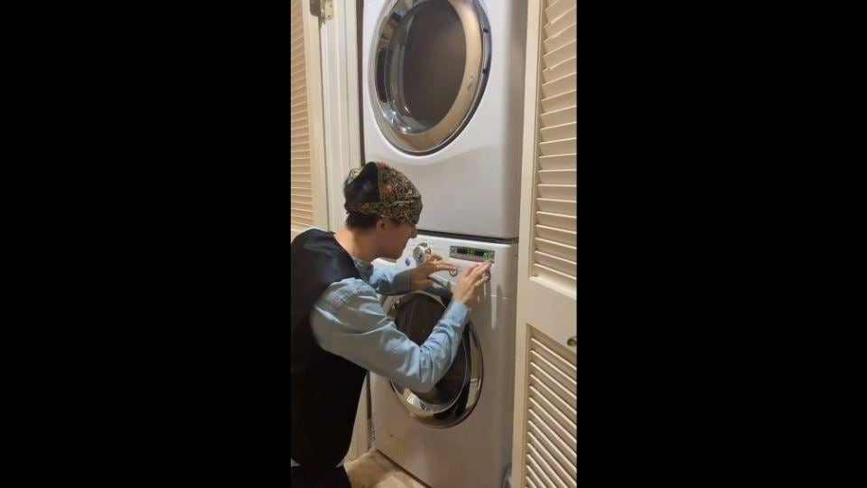 The image shows YouTuber Kurt Hugo Schneider in front of a washing machine.