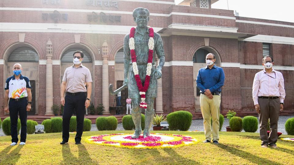 Sports Minister Kiren Rijiju paid a floral tribute to Major Dhyan Chand