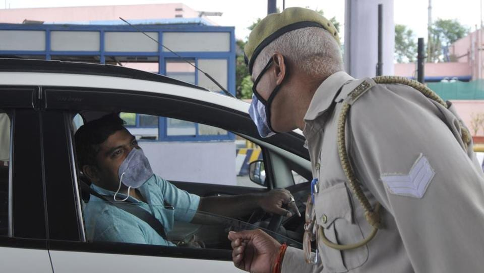 A traffic policeman checks a vehicle. The police said that none of the car's owners, except the original one, registered the car in their name, and this was why Amandeep allegedly refused to halt when signalled.
