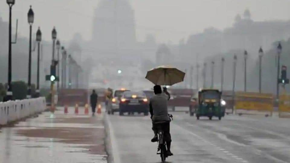 IMD officials said gusty winds and light rainfall in parts of the city are likely to keep the mercury down. (Arvind Yadav/HT PHOTO)