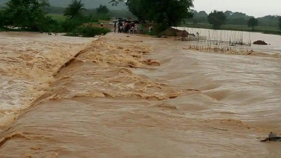 The floods in Odisha have left 17 people dead and over 10,000 houses damaged while affecting 1.4 million people in 20 districts. (HT Photo)