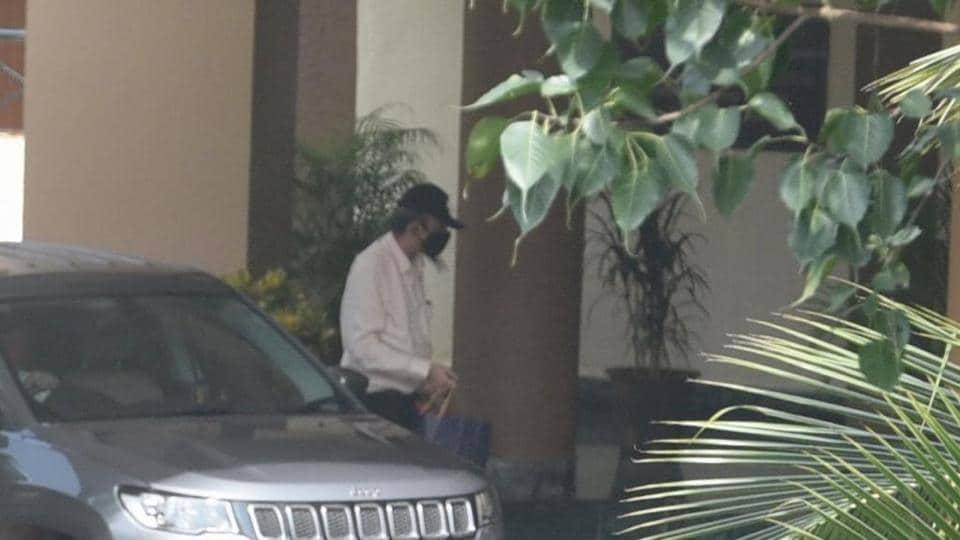 Rhea Chakraborty's father Indrajit Chakraborty arrives at DRDO guest house, in Sushant singh Rajput case at Santacruz in Mumbai.