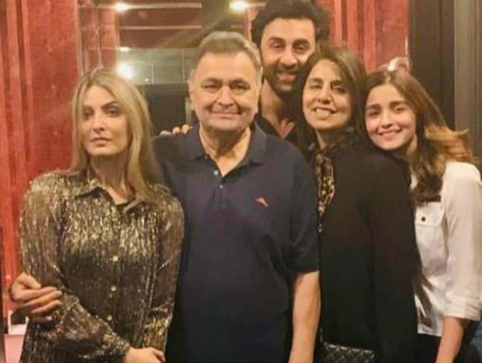 Rishi Kapoor poses with his family.