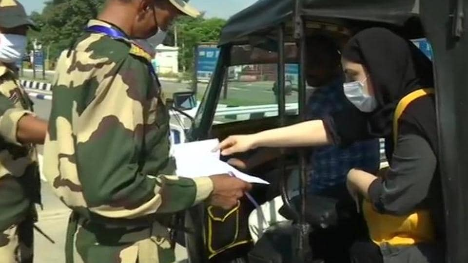 Pakistan residents stranded in India head home.