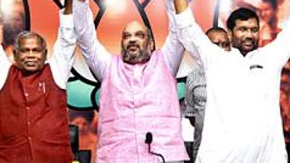 HAM(S) chief Jitan Ram Manjhi has warned to field candidates against LJP if Ram Vilas Paswan's party contested against JD(U).