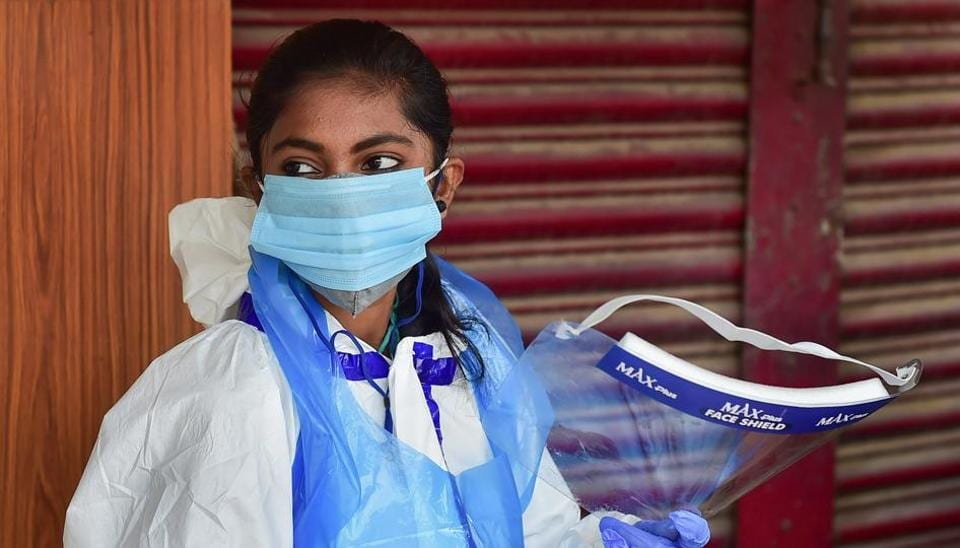 Bengaluru: A medic waits for citizens willing to undergo COVID-19 tests at a road side free clinic, as coronavirus cases surge across the country, in Bengaluru, Monday, Aug. 31, 2020.