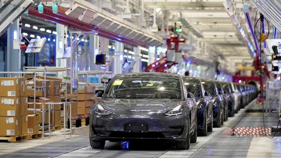FILE PHOTO: Tesla China-made Model 3 vehicles are seen during a delivery event at its factory in Shanghai, China (REUTERS/Aly Song).
