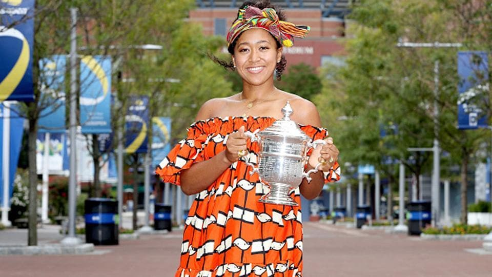 Naomi Osaka poses with the U.S Open trophy.