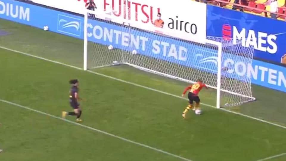 Aster Vranckx misses an open goal.