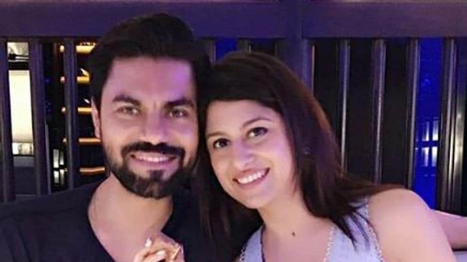 Gaurav Chopra poses with wife Hitisha.