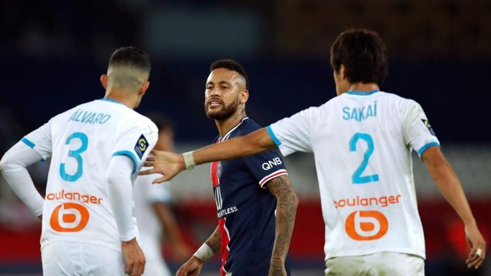 Soccer Football - Ligue 1 - Paris St Germain v Olympique de Marseille - Parc des Princes, Paris, France - September 13, 2020 Paris St Germain's Neymar clashes with Olympique de Marseille's Alvaro Gonzalez REUTERS/Gonzalo Fuentes