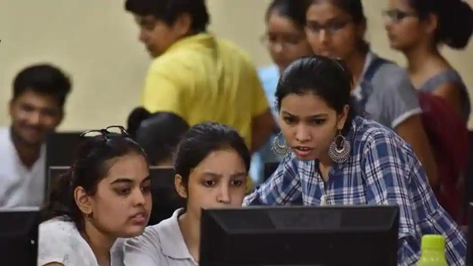 The university has received a maximum of 2,85,128 applications from CBSE Board students.