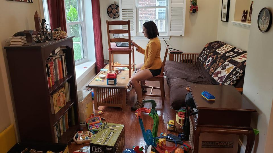 Gretchen Goldman shared a picture showing the room she's sitting in and her work setup.