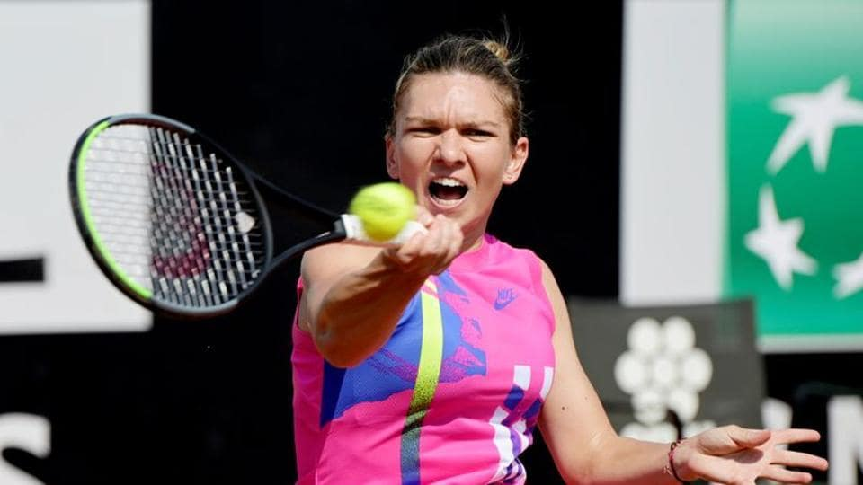 Tennis - WTA Premier 5 - Italian Open - Foro Italico, Rome, Italy - September 16, 2020 Romania's Simona Halep in action during her second round match against Italy's Jasmine Paolini