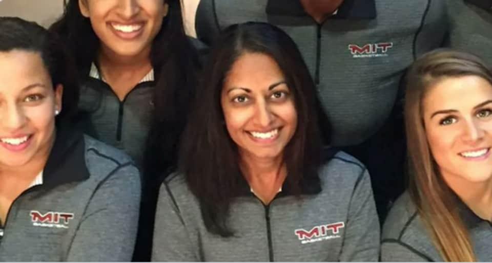 Sonia Raman (in centre)