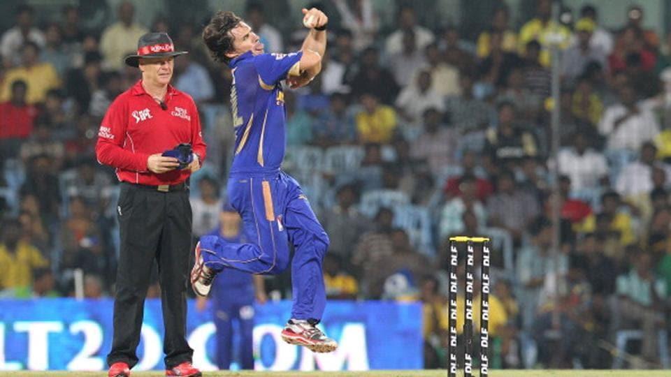 Brad Hogg bowling for Rajasthan Royals.