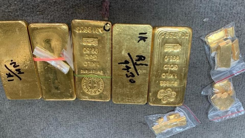 The smuggled gold was found concealed in a specially made cavity under the passengers' seats and was being transported from Jaipur to Jodhpur.