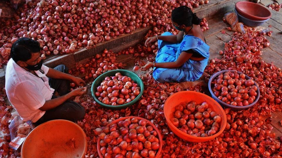 Retail prices on Friday came down from Rs 40 to 35 in Kolkata and from Rs 35 to 28 in Siliguri, north Bengal's biggest town.