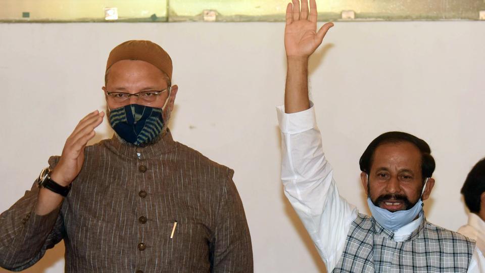 All India Majlis-e-Ittehad-ul Muslimeen (AIMIM) chief Asaduddin Owaisi alliances with Samajwadi Janata Dal chief Devendra Yadav, during a press conference ahead of the Bihar assembly election, in Patna.