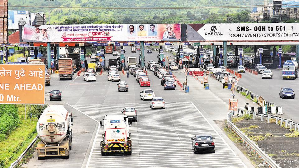 The busy Pune-Mumbai expressway is seeing thin vehicular movement nowadays because of the coronavirus restrictions. A reader says that road fatalities and accidents have gone down drastically during the virus pandemic as roads are seeing fewer vehicles.