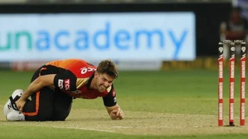 Mitchell Marsh gets injured during IPL match against RCB.