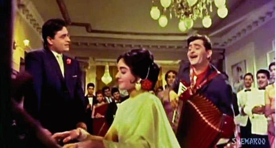 Sangam's classic love triangle, with Rajendra Kumar, Vyjayanthimala and Raj Kapoor (his accordion ever-present), plays out at a posh party, to Har Dil Jo Pyar Karega. Note that the guests are merely spectators — props for the show within the show.