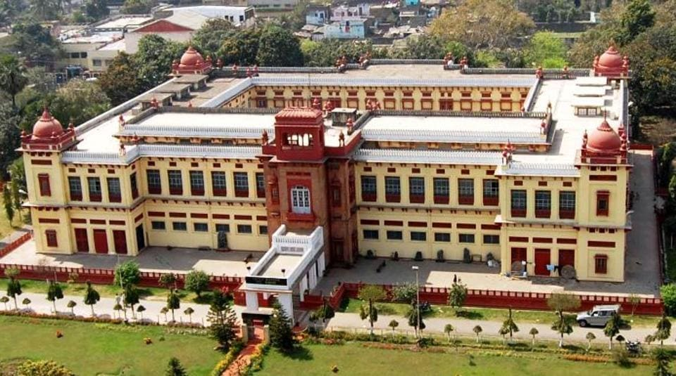 Spread over 12 acres on the banks of Ganga, the iconic collectorate complex includes one of the last surviving signatures of Dutch architecture.